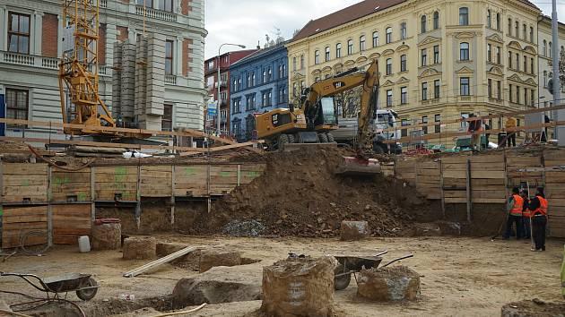 Archeologové ze společnosti Archaia objevili ve Štefánikově ulici zbytky pravěkého pohřebiště.