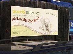 Parkoviště u brněnské zoologické zahrady.