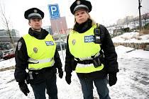 Brněnští strážníci posílili kontrolu v obchodních centrech. Posvítili si na zneužívání parkovacích míst pro handicapované ostatními řidiči. A především na kapsáře.
