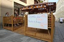 Brněnské restaurace se chystají na Velkou cenu. Nabídka už je leckde i v angličtině.