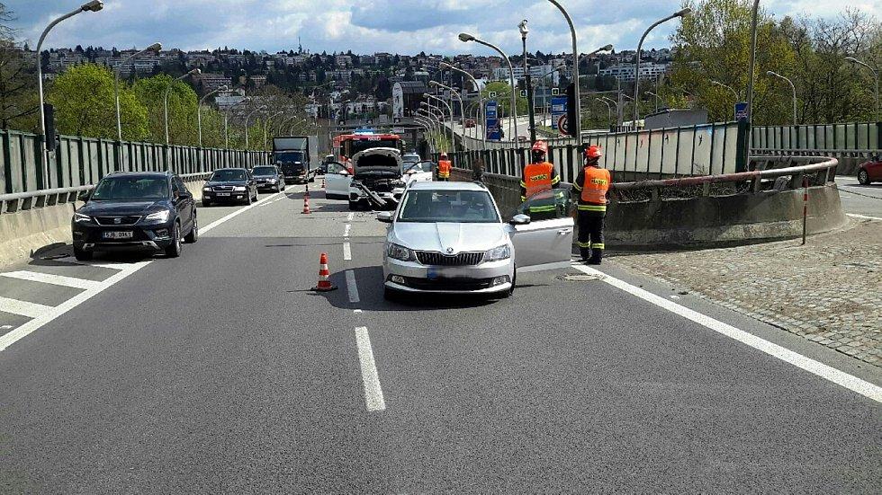Nehoda při vjezdu do Pisáreckého tunelu směrem na D1. Ilustrační foto.