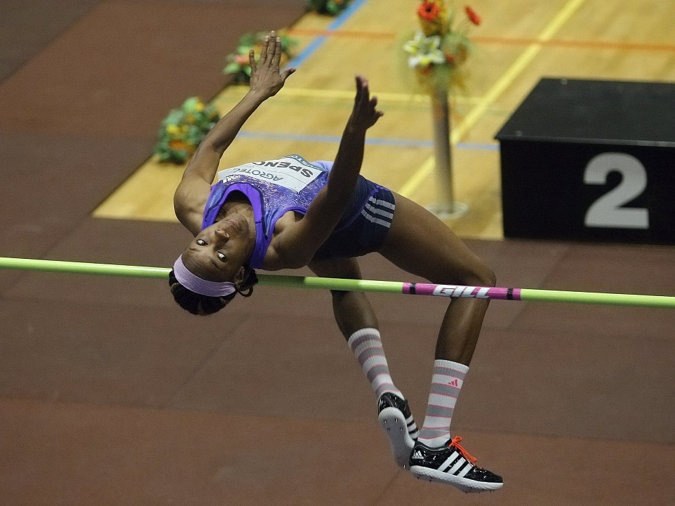 V závodu žen skočila nejvýše Levern Spencerová ze Svaté Lucie. Hustopečské skákání 2016.