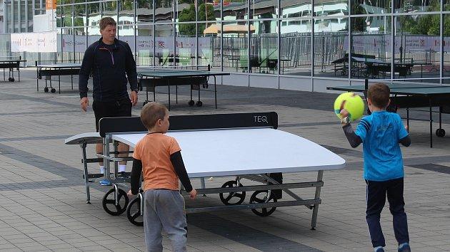 Zahrajte si v Brně unikátní teqball. Na výstavišti otevřelo nové sportoviště