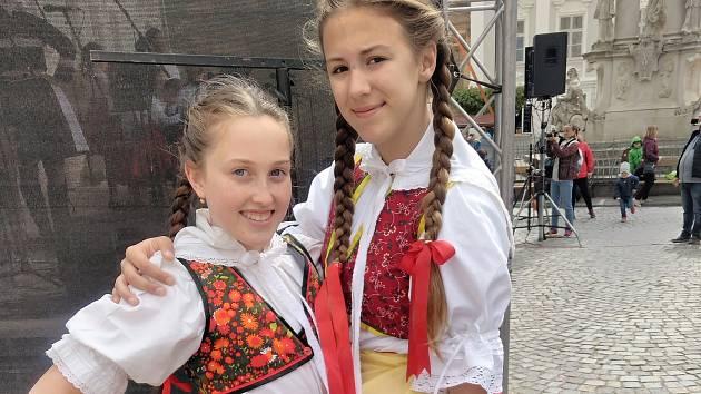Mikulovské náměstí hostilo tradiční Setkání pod Taneční horou. Vystoupení folklorních souborů přílákala stovky návštěvníku.