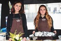 Bio jídlo, raw, tedy tepelně nezpracované pokrmy nebo kváskové chleby připravené podle tradičních receptur lidé najdou na Zelném trhu. V pátek a sobotu je tam pro zájemce připravený Festival zdravé stravy a pohybu.