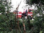 Při nehodě u Pohořelic skončilo auto v rybníku.