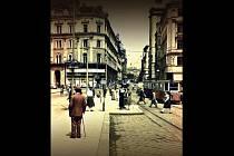 Přebal v srpnu vydané knihy Hříšní lidé města brněnského zdobí historická fotografie náměstí Svobody.