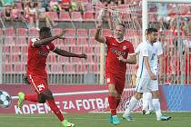 Fotbalisté brněnské Zbrojovky v prvním zápase po odvolání trenéra Svatopluka Habance zabrali a překvapili pražskou Spartu, kterou v pátém kole nejvyšší soutěže porazili 2:0.