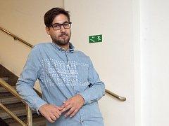 První premiéru sezony nastuduje v Hadivadle jeho umělecký šéf Ivan Buraj.