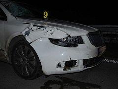 Jen několik kilometrů za sjezdem z dálnice D2 do Blučiny na Brněnsku v úterý večer zemřel člověk. Ve směru z Brna na Břeclav zatím neznámého muže srazilo auto, když se snažil přeběhnout dálnici.