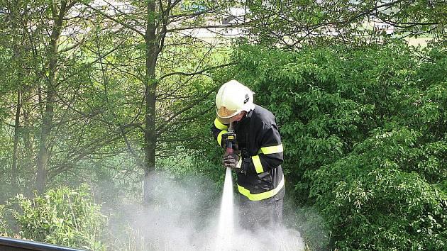 Pořár trávy na Tišnovsku.