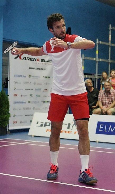 Nejlepší český badmintonista Petr Koukal prohrál v pátečním exhibičním rozlučkovém zápase v Brně s Irem Scottem Evansem 1:2 po setech 9:11, 11:9 a 10:12. Utkání se uskutečnilo v rámci slavnostního otevření nové badmintonové X-Areny ve Slatině.