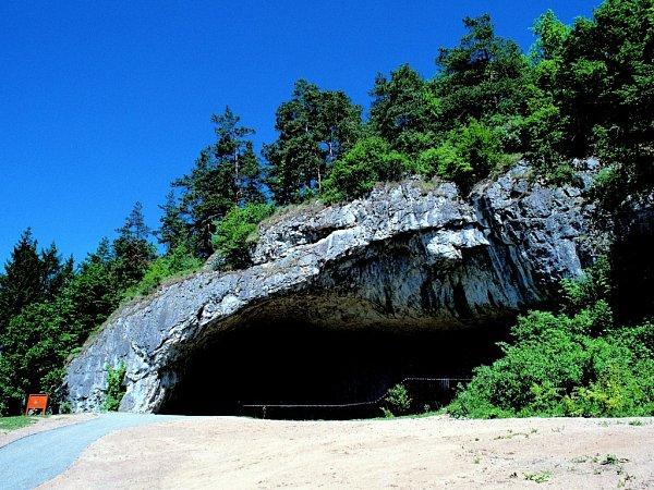 Součástí Sloupsko-šošůvských jeskyní je jeskyně Kůlna, kterou proslavily pozůstatky neandrtálců.