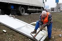 Nehoda nákladního auta v Brně.