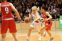 Basketbalistky Valosunu v rozhodujícím pátém utkání série o bronzové medaile prohrály s Hradcem Králové 57:69.