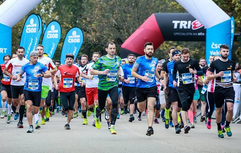 Desátý ročník běžeckého závodu Vokolo priglu ovládli Jiří Homoláč a Tereza Hrochová, mezi 2236 běžci dorazila do cíle i dvojnásobná mistryně světa v běhu na 800 metrů Ludmila Formanová.