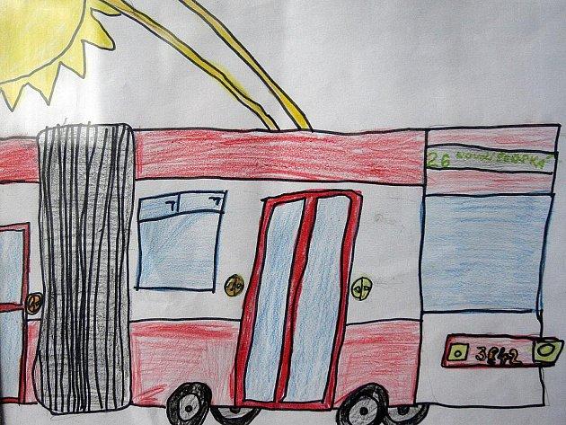 Výstava Pohádková doprava nabízí obrázky dopravních prostředků očima malých Brňanů.