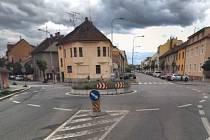 Kruhový objezd u černovické Psychiatrické nemocnice Brno.