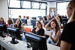 Zájemce z řad žen nebo dětí naučí základy programování v novém výukovém centru Czechitas v Brně.