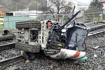 Osobní vlak jedoucí ze Šakvic čekala v úterý kolem čtyř hodin odpoledne na trati nezvyklá překážka. V Tišnově na Brněnsku se srazil s bagrem.