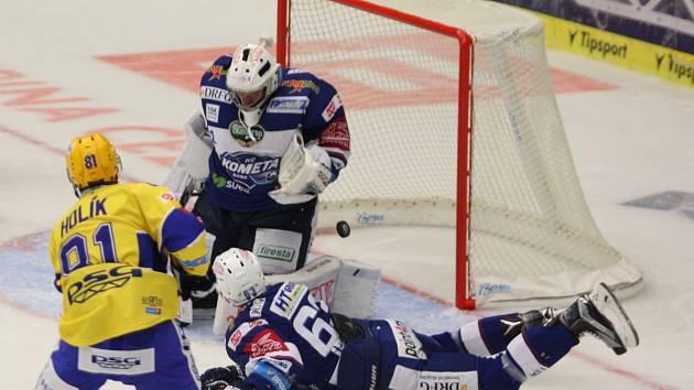 Hokejisté brněnské Komety si ve Zlíně připsali první vítězství nového ročníku extraligy, i přestože dvakrát dotahovali. Nakonec triumfovali 5:3.