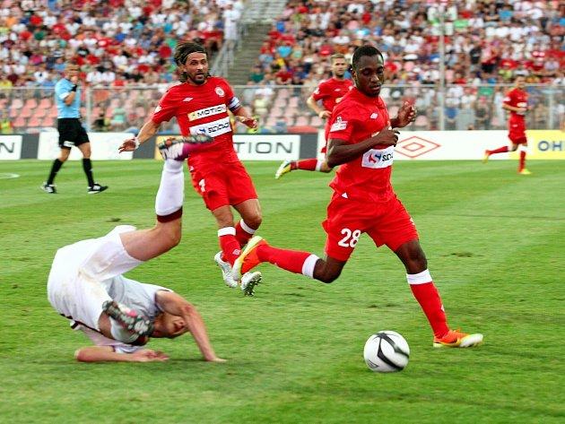 Fotbalové utkání mezi domácím týmem FC Zbrojovka Brno a týmem AC Sparta Praha.