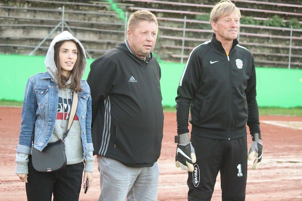 Za Lužánkami se ve čtvrtek utkaly legendy Zbrojovky Brno a Sigmy Olomouc. Na zápas se přišel podívat i bývalý kouč Zbrojovky Petr Čuhel (uprostřed).