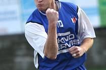 NOVÁ MOTIVACE. Zkušený Richard Dostálek dostal v divizní Líšni opět chuť do fotbalu. Na podzim se mohl celkem pětkrát takto radovat po vstřelené brance.