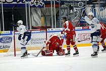 Brněnští hokejisté (v bílém) porazili Olomouc 2:1 a v letní přípravě stále neprohráli.