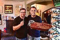 Jeden kilogram vařené čočky a půl kila kuřecích steaků snědl maxijedlík Jaroslav Němec za osm minut.