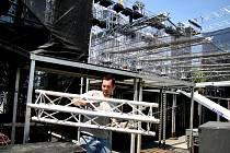 Už od soboty se na výstavišti staví pódium pro zítřejší koncert kapely Kabát