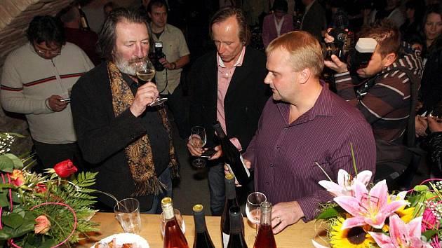 Herec Karel Roden v pondělí večer pokřtil v brněnské Vinné galerii svou vlastní edici vín.
