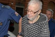 Sedmasedmdesátiletý Leoš Krška obžalovaný z vraždy na Brněnsku u Krajského soudu v Brně.