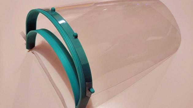 Ivančické středisko tvoří štíty na 3D tiskárnách. Pustí se i do brýlí a masek
