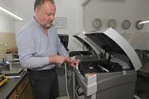 Na výrobě originálních šperků z dílny Gold Atelieru v brněnských Jehnicích se podílejí i 3D tiskárny. Proces výroby se tím zkrátí zhruba na polovinu.