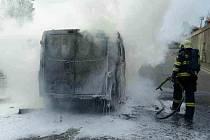 K požáru dodávky vyjížděli hasiči po šesté hodině večer do brněnské Porgesovy ulice.