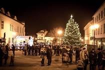 Vánoční strom ve Šlapanicích na Brněnsku.