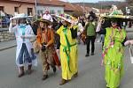 Průvod maškar a krojovaných v brněnské Líšni.