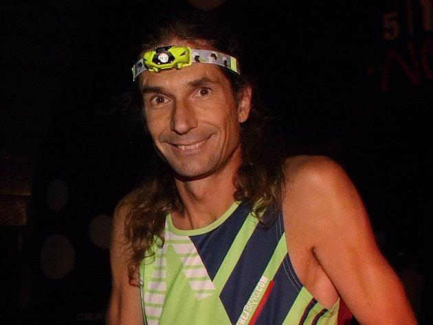 Vítězem nočního běhu na 10 mil se stal Jiří Čípa.