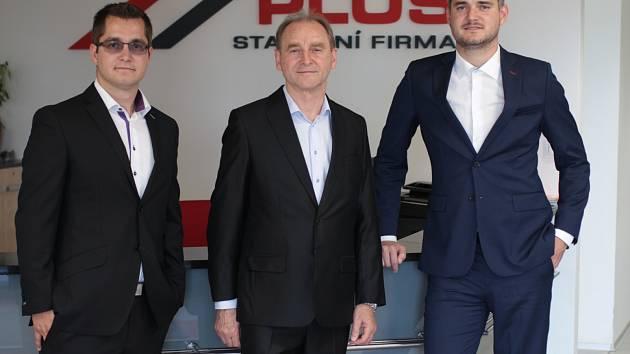 Majitel Jozef Anovčín (uprostřed) se svými dvěma syny mladším Václavem (vlevo) a starším Josefem (vpravo).