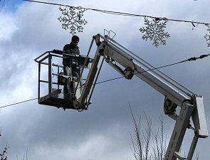 V centru Brna už visí první vánoční osvětlení
