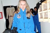 Stav beztíže a přistání s raketoplánem si vyzkoušely šestnáctileté studentky Lucie Honková a Kateřina Peštuková (na snímku) z Jihomoravského kraje.
