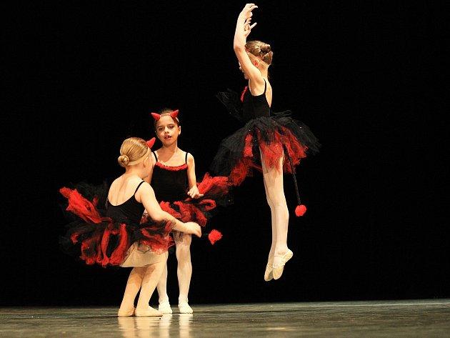 Klepání baletních piškotů zaplnilo v sobotu brněnské divadlo Radost. Taneční škola Na špičkách tam pořádala druhý ročník soutěže pro neprofesionální malé tanečníky od čtyř let.