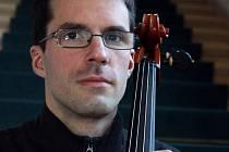 Violoncellista Michal Greco.