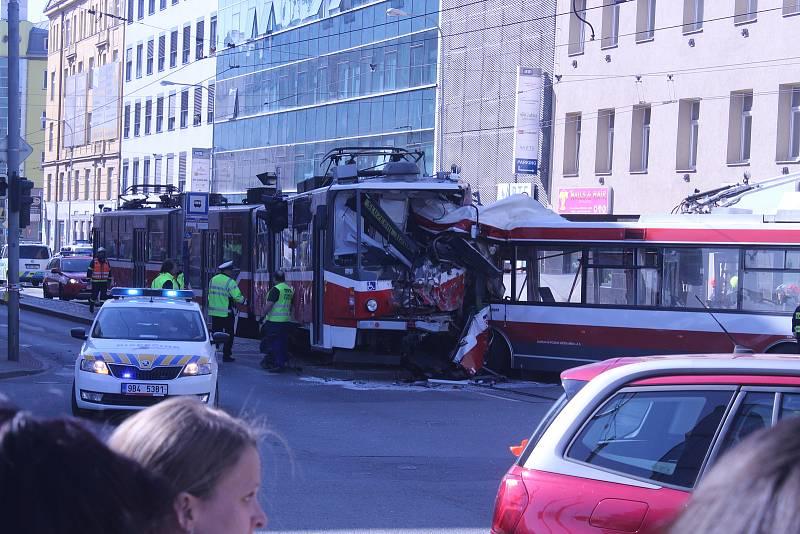 Přesně před rokem se v Křenové ulici v Brně srazil trolejbus s tramvají. Při střetu se zranilo čtyřicet lidí.
