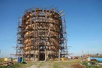 V Nesvačilce pokračuje farnost ve výstavbě nové dřevěné kaple. Do konce roku bude hotová hrubá stavba.