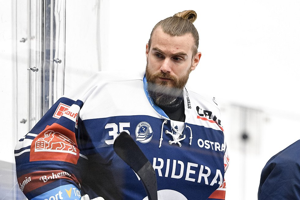 Utkání předkola play off hokejové extraligy - 5. zápas: HC Vítkovice Ridera - HC Kometa Brno, 16. března 2021 v Ostravě. Ondřej Dolíška z Vítkovic.