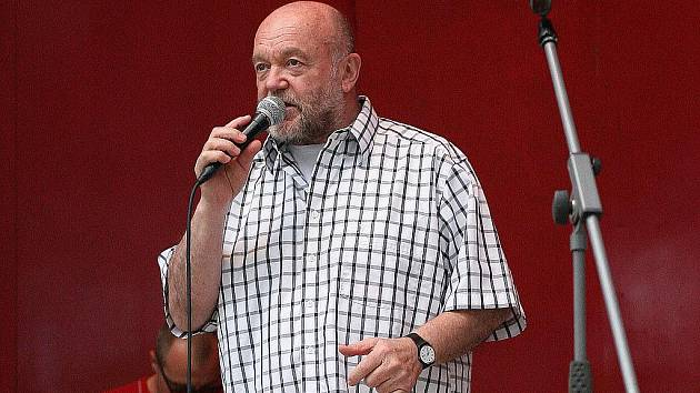 Slovenský zpěvák a skladatel Petr Lipa.
