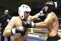 Zápasy v thajském boxu.