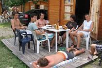 Pohodu u moře narušili studentům chorvatští výtržníci.